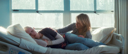 SOFIA VASSILIEVA as Kate and CAMERON DIAZ as Sara in New Line Cinema's drama MY SISTER'S KEEPER, a Warner Bros. Pictures release. The film also stars Abigail Breslin. Photo Courtesy of New Line Cinema
